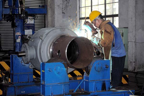 记vwin668公司总装车间焊接工们